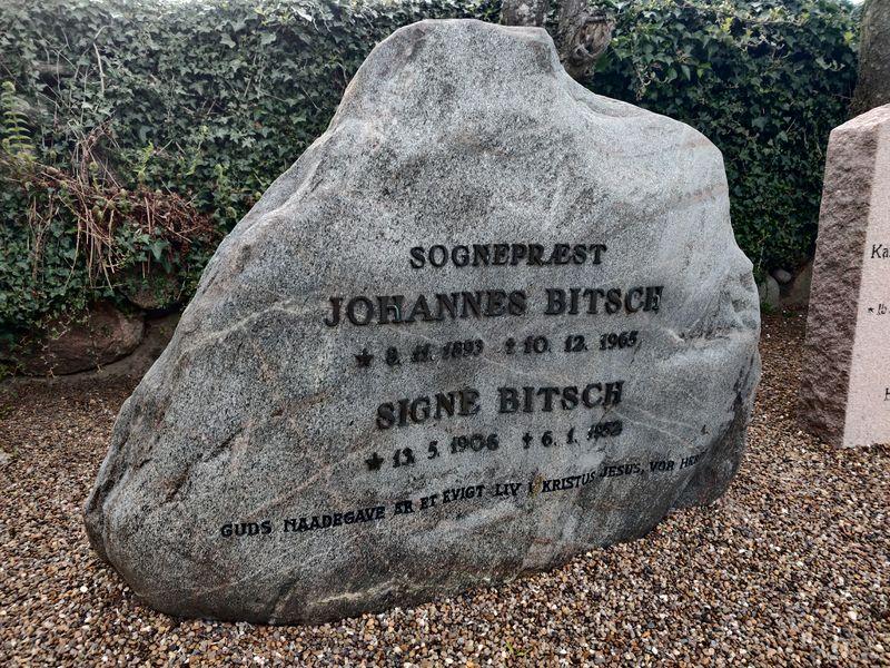 Fil:JohannesBitsch gravsten.jpg